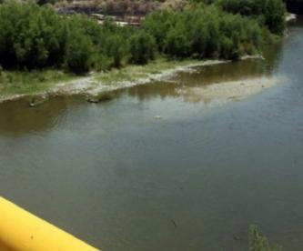 Hombre muere al intentar recuperar pacas de zacate de la presa de Tabernillas, en el Edomex