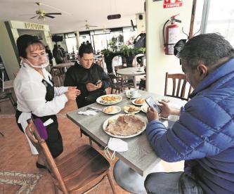 """Con """"mesas seguras"""" anti Covid-19, restauranteros abrirán sus cortinas en el Edomex"""