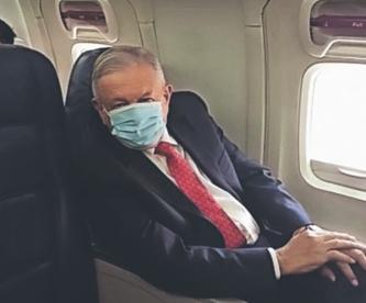 AMLO se pone cubrebocas por primera vez en lo que va de la pandemia, para ver a Trump