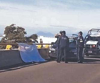 Tapizan avenidas con ocho narcomantas amenazantes de 'La Familia Michoacana', en Edomex