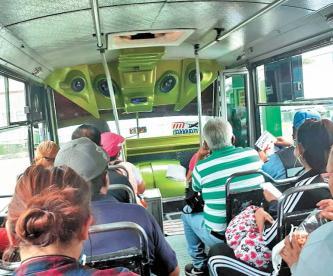 Usuarios de microbúses en la CDMX temen contraer Covid-19 por falta de medidas sanitarias