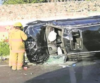 Conductor resulta lesionado tras volcarse sobre el Libramiento Oriente, en Morelos