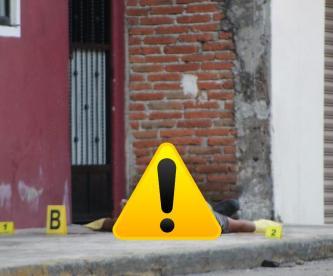 """""""El Chon"""", peligroso delincuente de Morelos saca el cadáver de su amigo a media calle"""