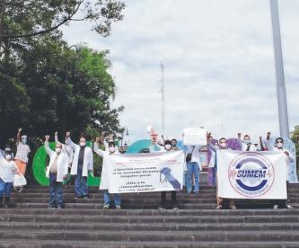 Médicos morelenses protestan por la detención de su colega, Vicente Grajales en Chiapas