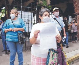 Protestan por saqueos de tumbas en panteón de Morelos, se roban desde herrería hasta urnas