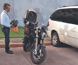 Muere ginecólogo tras volar de su moto y ser atropellado por varios autos, en Morelos