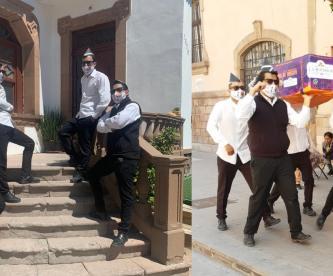 Panadería recrea el baile del ataúd, para anunciar la llegada del Día de Muertos