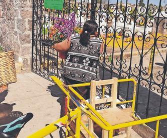 Floricultores mexiquenses piden apoyo, tras el cierre de panteones en el Día de Muertos