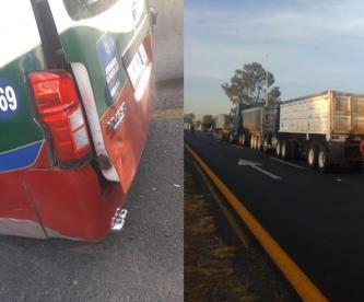 Llanta se le bota a combi y choca, y transportistas realizan bloqueo en la México-Pachuca