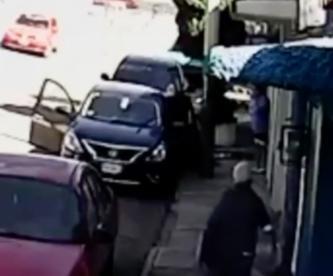 Violento asalto contra mujer queda grabado en Cuernavaca, abuelita fue testigo