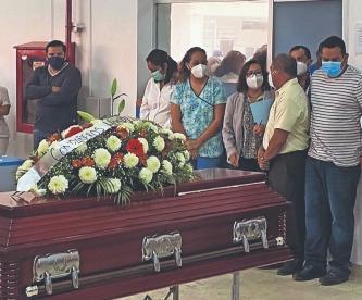 Familia de doctor no cree que murió quemado por culpa del aire acondicionado, en Morelos