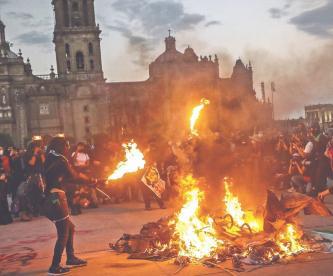 Marcha contra la violencia de género dejó 43 lesionadas por enfrentamientos, en CDMX