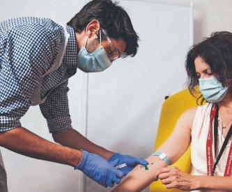 Suministrarán 2 millones de dosis adicionales de vacuna contra Covid-19, en Reino Unido