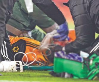 Wolves envía mensaje tras fractura de cráneo de Raúl Jiménez en la cancha