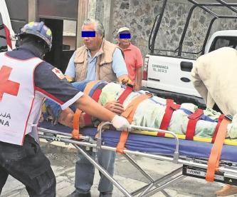 Hombre sufre descarga eléctrica en Morelos, se debate entre la vida y la muerte