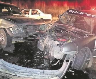 Tras choque en Edomex, vehículos quedan destrozados y un pasajero con lesiones de gravedad