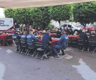 Decenas de uniformados se reúnen sin sana distancia por el Día del Policía, en Morelos