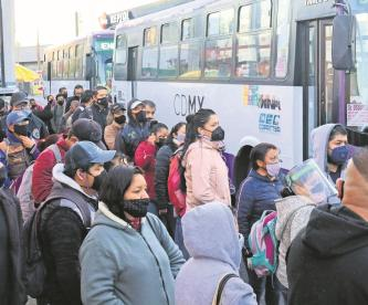 Reinicia Línea 1 del Metro con vagones medios llenos, usuarios viajaron por autobuses