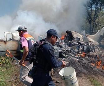 Se desploma e incendia avioneta de la Fuerza Aérea Mexicana, en Veracruz