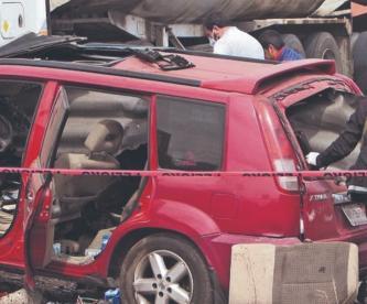 Enfermero muere al clavar su camioneta en una barra de contención, en el Edomex