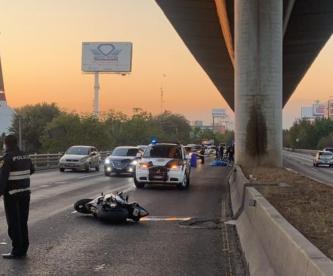 Bikers que viajaban hechos la mocha derrapan y mueren sobre Periférico, al sur de la CDMX