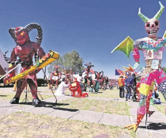 Artesanos pirotécnicos aseguran que es necesario representar a los demonios de la sociedad para poder expulsarlos