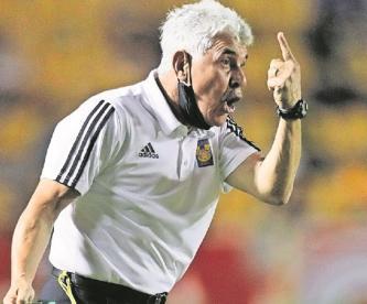 'Tuca' Ferretti  negó que haya pedido que sacaran a un aficionado en el Tigres vs América