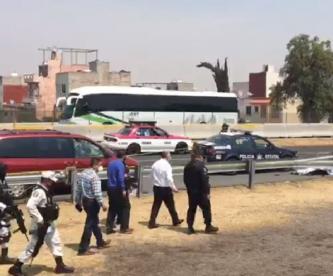 Policías detienen a delincuentes pero cómplices llegan a ayudarlos y matan a uno, en Edomex