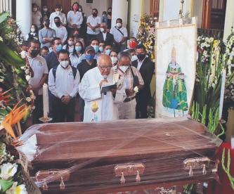 Emplayan ataúd del edil de Tepoztlán para dar el último adiós, murió por Covid-19