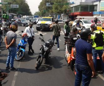 Repartidores arman rodada para manifestarse ante la falta de cultura vial, en CDMX