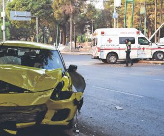 Conductor choca con ambulancia en pleno Día Internacional de la Cruz Roja, en CDMX