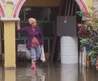Vecinos de Ixtapaluca llevan más de 10 horas inundados, nadie han ido a desazolvar