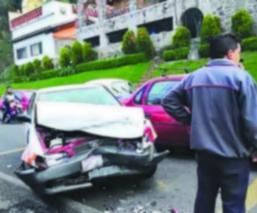 Taxi automóvil choque atrapados Valle de Bravo