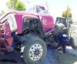El Gráfico, La roja, Toluca, vuelca camión, accidente, Pino Suárez, Parque 18 de Marzo