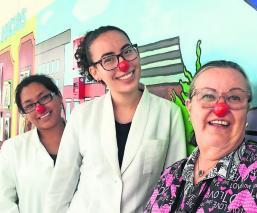 Risa Abre Corazones niños con cáncer con nariz de payaso llevan alegría