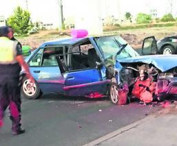 accidente familia choca contra poste niño sale volando mujer rescatada hospital chofer ileso Toluca