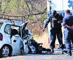 mujer muere prensada choque de frente auto en sentido contrario hijo lesionado Yautepec