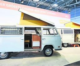 arman camper con legos Feria de Ocio y Turismo Volkswagen Combi de los años 60 Rene Hoffmeister Pascal Lenhard