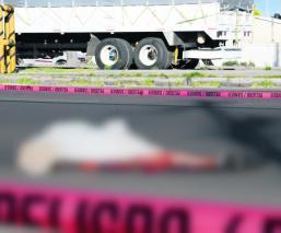 Peatón quedó despedazado tras ser atropellado por varios autos autopista Toluca-Naucalpan