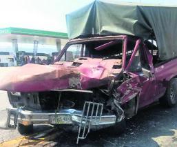 Camioneta choca contra auto Tres heridos Zinacantepec Edoméx