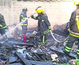 Se incendia casa de láminas tras corto circuito en Cuernavaca