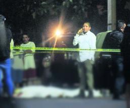 Motociclistas armados fulminan a disparos a peatón en Azcapotzalco