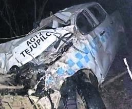 Camioneta de transporte público Cae a barranca Cultura vial Edoméx Tejupilco