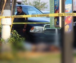 Asesinan de un disparo en la cabeza a joven empacador en Temixco