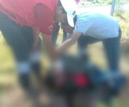 Motociclista derrapa y se estrella contra señalamientos viales en la autopista Toluca-Valle de Bravo