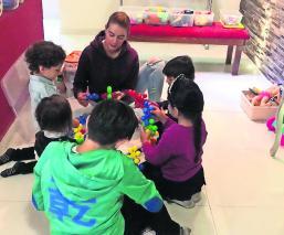 Maestra cuida a alumnos en su casa ante contingencia ambiental en Toluca