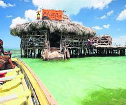 Bar flotante Jamaica Busca cantinero