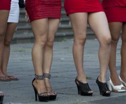 sexo servidoras prostitutas leyes castigo multas labor comunitario arresto