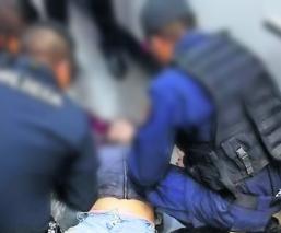 Chava se abre la cabeza al caer de las escaleras en Metro Tacubaya CDMX