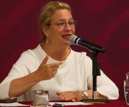 Josefa González Blanco renuncia a la Semarnat tras retraso de vuelo